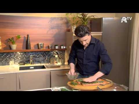 recette-de-cuisine---saumon-entier,-gravlax,-blinis-et-crème-aigre