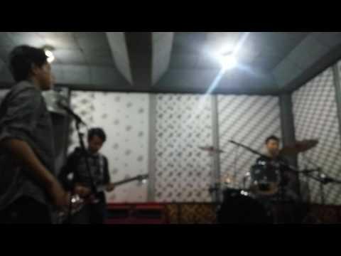 Pelampiasan hasrat (d'masiv) Bash band
