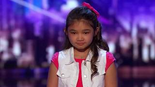 Menina de nove anos surpreende jurados com sua voz