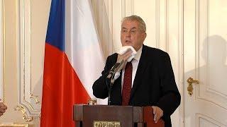 Do prezidentských voleb zbývá týden, podle politologů vyhraje Miloš Zeman