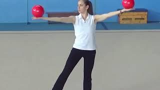 Обучение перекату мяча по рукам