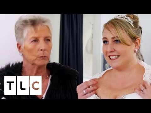 Harsh Comments From The Entourage | Curvy Brides' Boutique. http://bit.ly/2ODXIYj