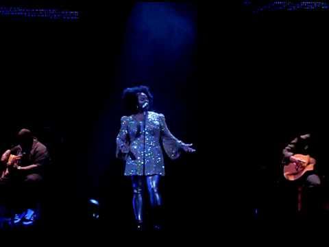 Not Like Crazy- Jill Scott [Maxwell & Jill Scott @ Scottrade Center 05.29.2010]