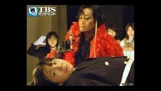 自宅で神崎(西條義将)がナイフに刺されて殺され、遺体の第一発見者・吉田(...
