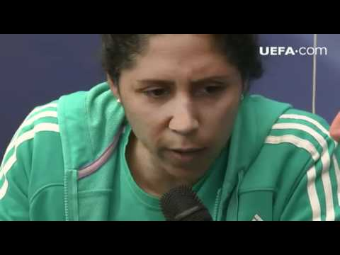 Steffi Jones hangs out with UEFA.com