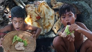 Primitive Technology KH - Eating delicious - Find Food and Cooking Chicken pox on a rock