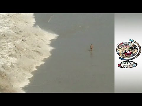 The Boxing Day Tsunami Hits Thailand
