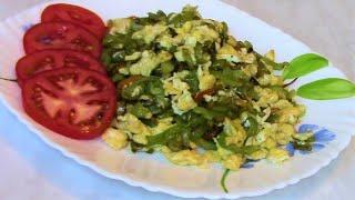 Теплый салат из сладкого перца с яйцами - отличная идея для завтрака .