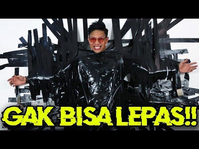 TERSIKSA NEMPEL DI TEMBOK GAK BISA LEPAS!!! SAMPE KRAM BENERAN!!!