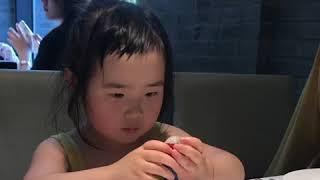 Foodie XiaoMan 超萌小吃貨~小蛮殿下也會有較斯文的時候 😘🌹🍄💖 #55個月 #meal #baby #eatingmachine  #food #小蛮 #xiaoman