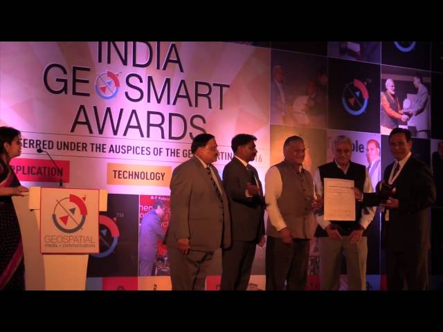 Rakesh Verma receives Business Leader of the Year Award at GeoSmart India  39 16 - YouTube