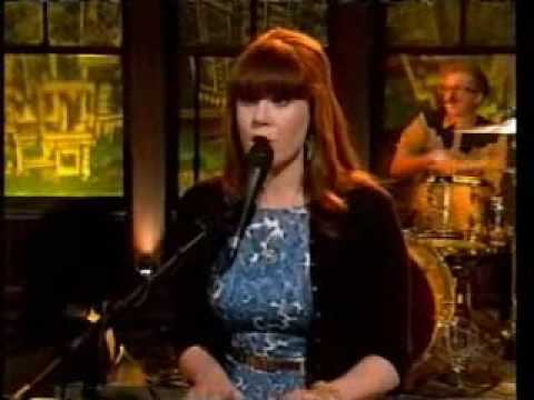 Kate Nash - Foundations  (Live on Late Night TV 2008)