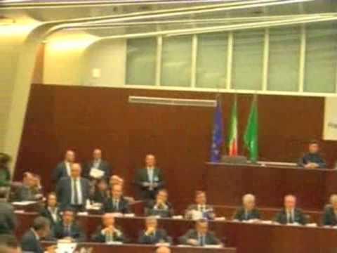 Cappato denuncia in consiglio regionale Lombardia l'irregolarità delle elezioni: espluso