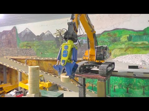 EXCAVATOR - RC  Demolition of a radio station l  Abriss eine