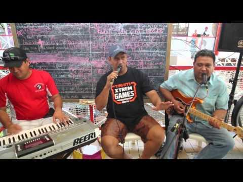 Polynésie française Tahiti Papeete Chanteur local / French Polynesia Tahiti Local singer