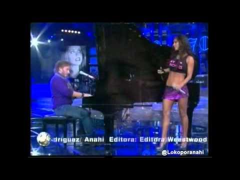 Anahi en Decadas Alergico con Noel HD + descargar mp3