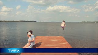So quick. So Easy. Dive into life. With TAMPAX Compak Pearl applica...