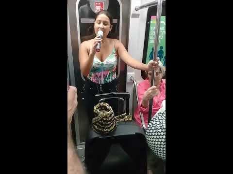 Talentosa Venezolana en el metro de Buenos Aires Argentina