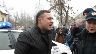 """Видео """"Корабелов.Инфо"""": Общение пьяного водителя и полицейских. ул. Артема"""