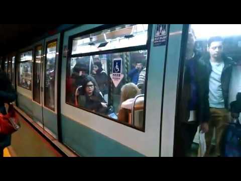 Metro/ subte de Santiago de Chile. Frecuencia 1:30 minutos. Increíble!