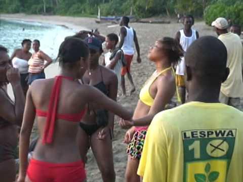 Haiti Plage (Anse-d'Hainault Festi Girls)