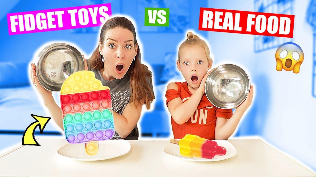 FIDGET TOYS vs. REAL FOOD CHALLENGE!!! ♥DeZoeteZusjes♥