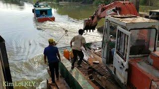 Tàu kéo dòng phà kobe qua lại cống quá nguy hiểm
