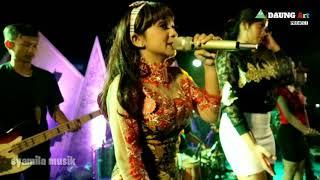 Umbul umbul blambangan shamila live paspan vocal selly