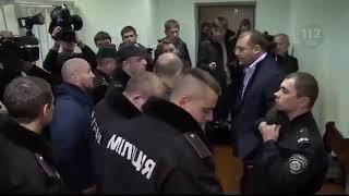 Добкину в зале суда мужик врезал  по морде в прямом эфире !!!