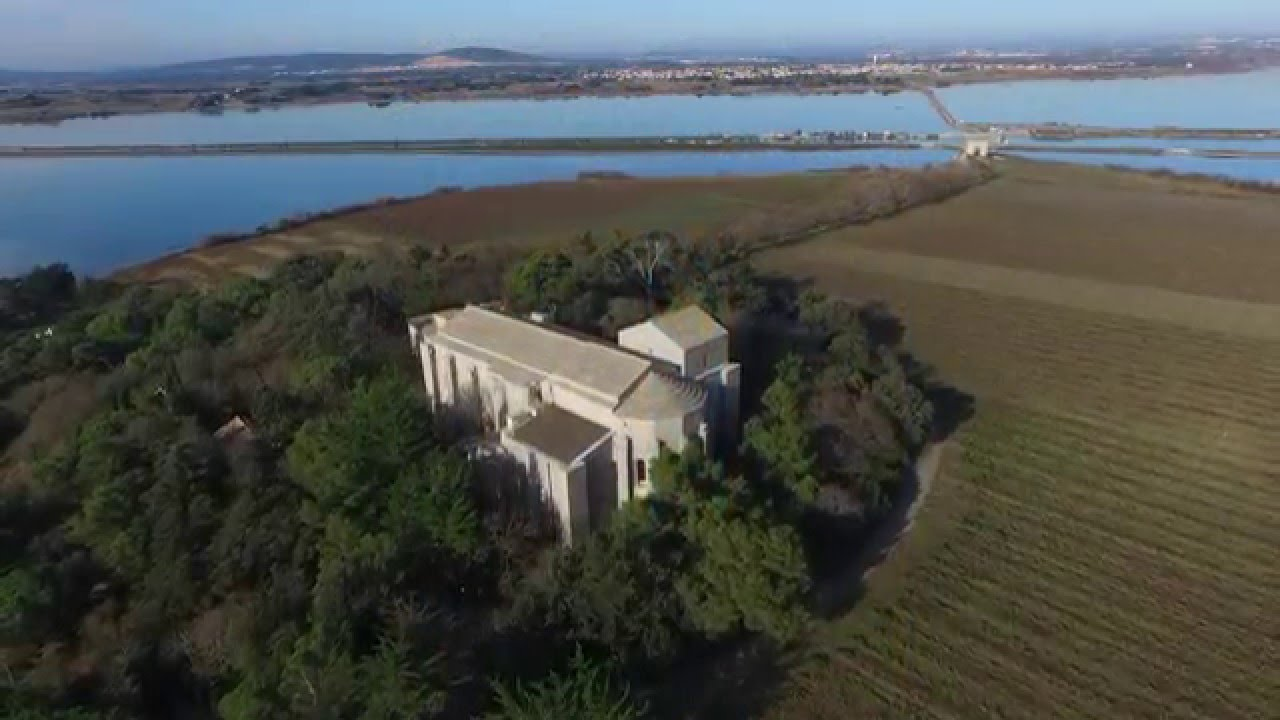 villeneuve les maguelone la cath drale vue par un drone youtube. Black Bedroom Furniture Sets. Home Design Ideas