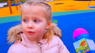 Эльвира НА ПЛОЩАДКЕ и кукла Катя беби бон и их смешные истории для малышей