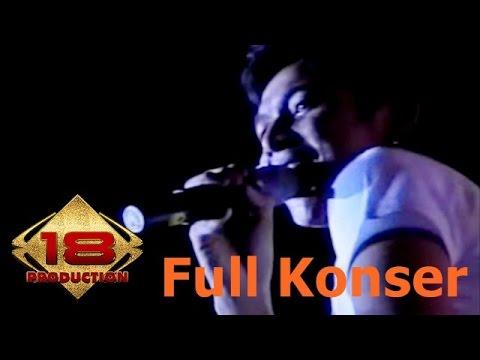 """PASHA """"UNGU"""" TAMPIL MEMUKAU DI DEPAN RIBUAN CLIQUERS .. (Live Konser Solo 18 September 2006)"""