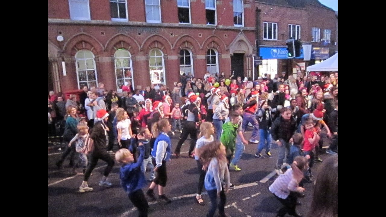 Newport Pagnell Christmas Light Switch On 2014 - YouTube