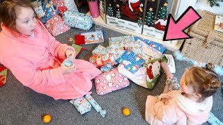 CHRISTMAS MORNING OPENING PRESENTS 2017 AND CALLING SANTA CLAUS ON FACETIME - Ruby Rube