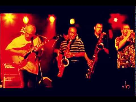 Friday Night Shuffle - Larry Carlton & The Sapphire Blues Band Live @ New Morning Paris 2004