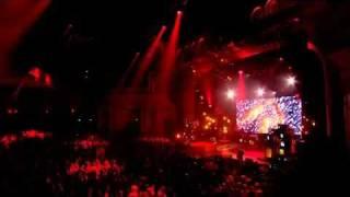 Rihanna - Umbrella (feat. Jay-Z) (Live Nokia 16.11.2009).mp4