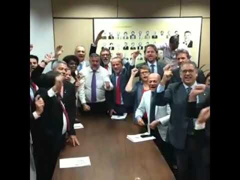 Com presença de Natália Bonavides, bancada do PT pede Lula Livre e Greve Geral