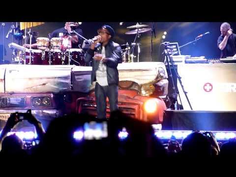 B.o.B ft. Eminem - Airplanes Remix (Comerica Park 9-2-10) LIVE!!