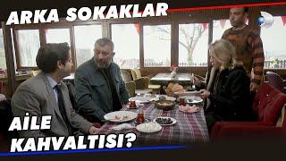 Mesut, Selin ve Tunç Kahvaltı Yapıyor - Arka Sokaklar 582. Bölüm