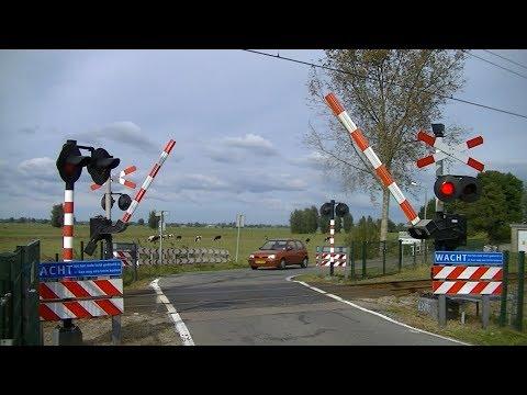 Spoorwegovergang Arkel // Dutch railroad crossing