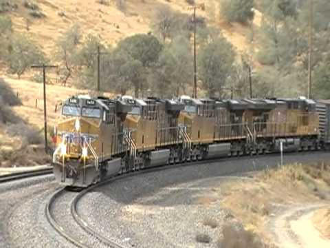 4 ES44AC's Pull And 2 Roaring SD70ACe's Push A Heavy Freight Around The Loop