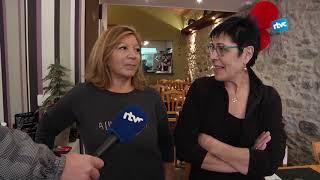 Els cuiners de Cardedeu posen a prova a la Rosa Maria Vives