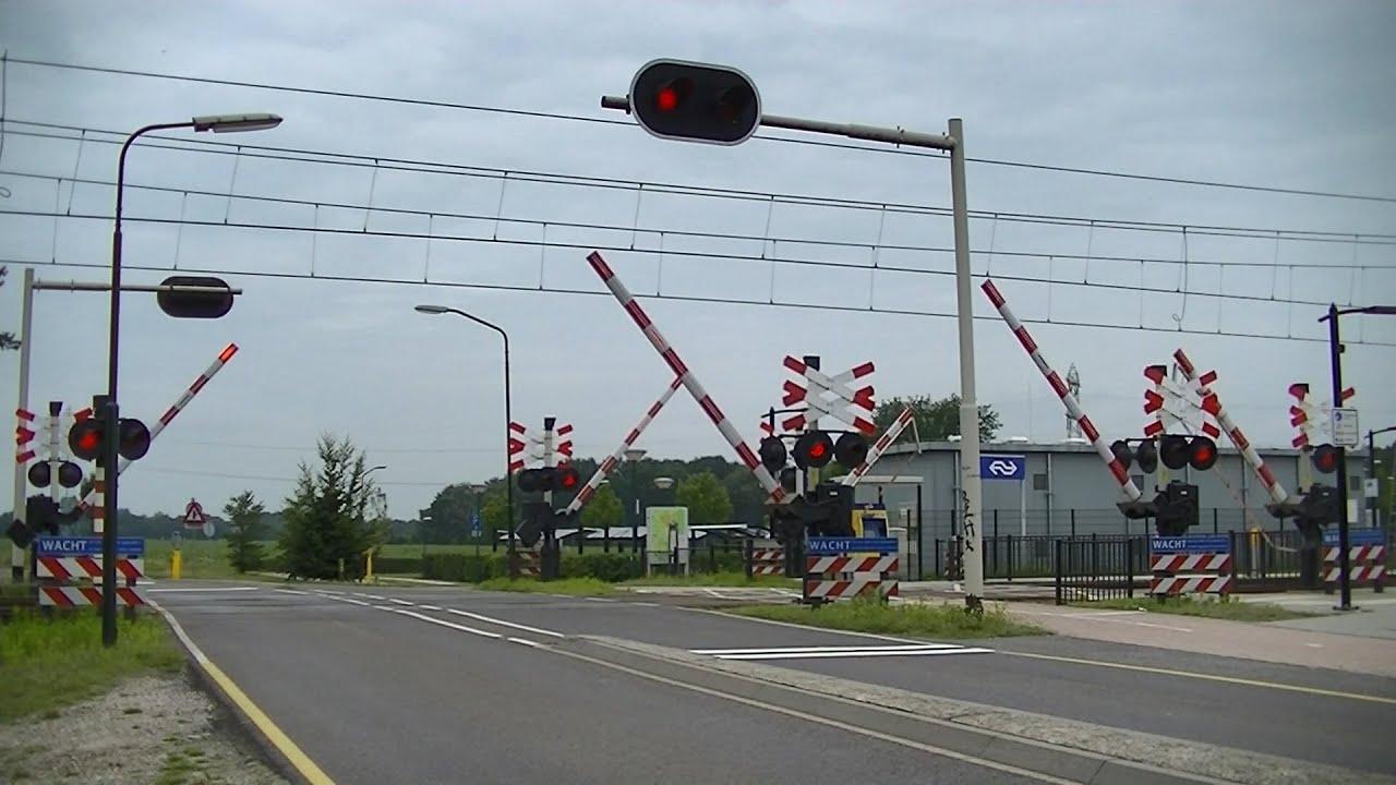 Spoorwegovergang Maarheeze // Dutch railroad crossing