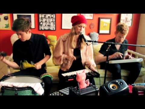 Oh Land - Sun of a Gun (live acoustic on Big Ugly Yellow Couch)