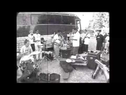 Ozomatli & Deftones - Live backstage jam (Vans Warped Tour '98)