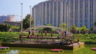 В Харькове на набережной впервые установили плавучую сцену