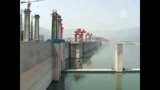 видео Прохождение баржи через шлюз Верхнесвирской ГЭС