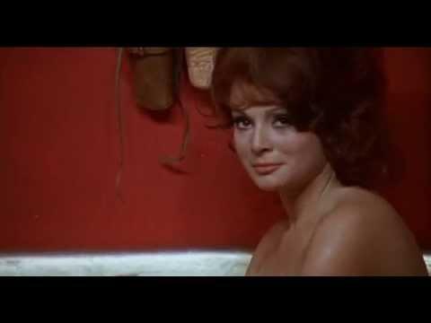 """""""Yankee"""" di Tinto Brass -  Il bagno di  Mirella Martin"""