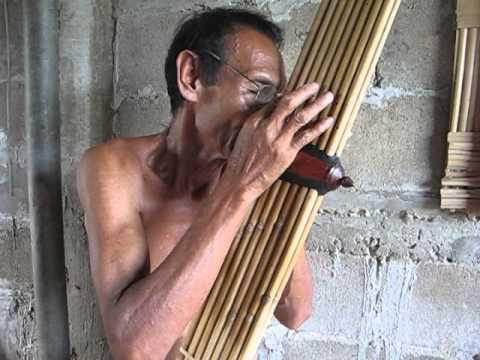 Lao Khaen Master Lung Kong playing Lam Sipandorn