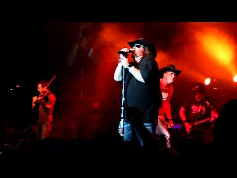 Kevin Fowler and Colt Ford - Hip Hop in a Honky Tonk LIVE New Year's Eve 2011